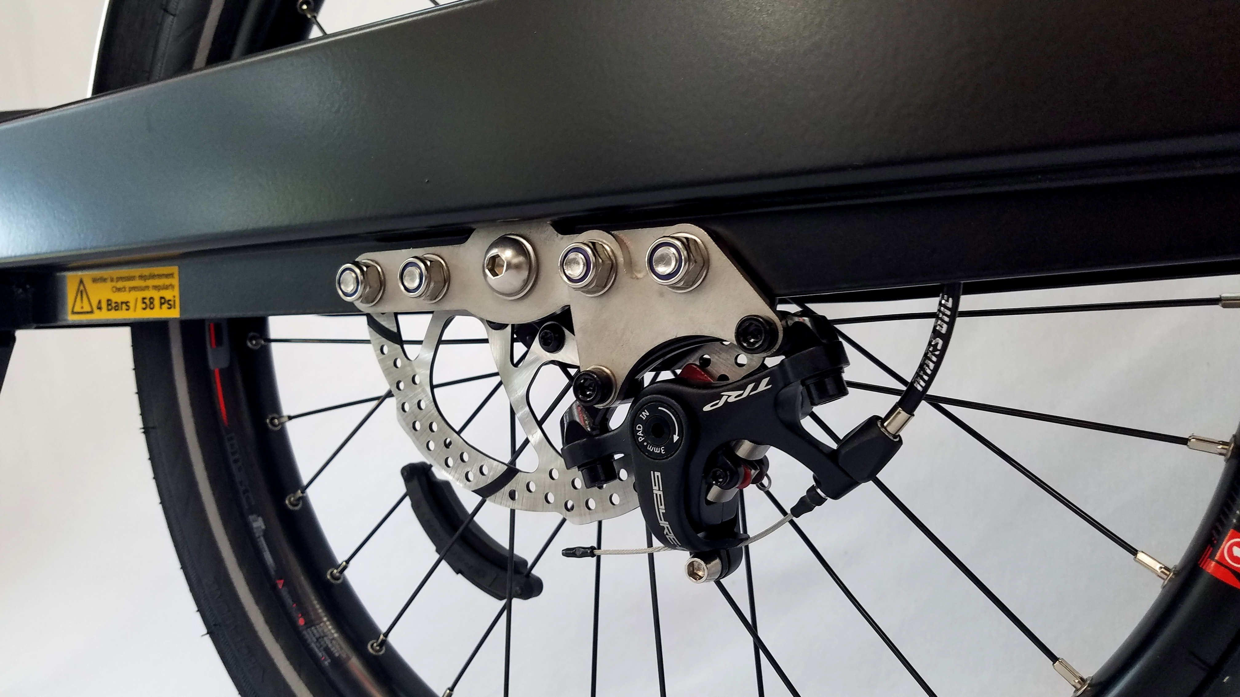 Bike trailer wheel with disc brakes and a reelight magnet on the spokes mounted to the frame of the trailer
